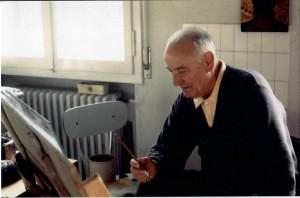 Ghinassi mentre dipinge nel suo studio